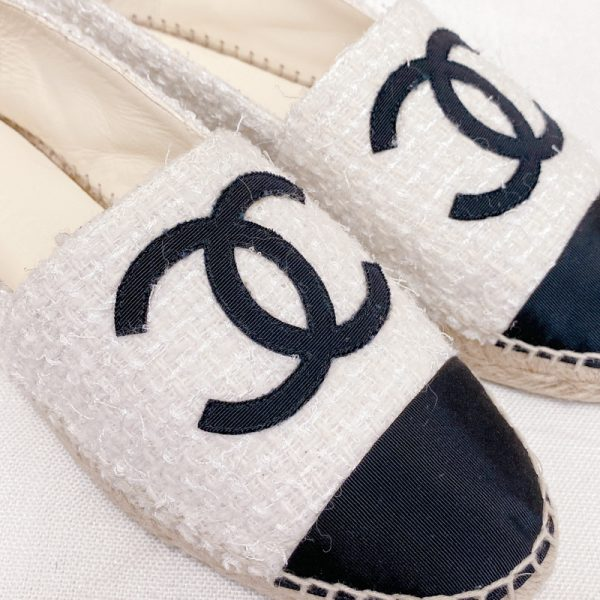 Pre-owned Chanel espadrilles black & white